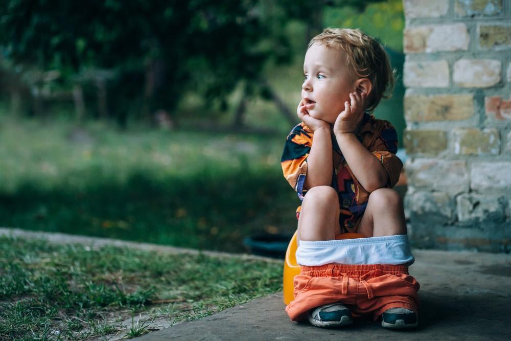 Jak naučit dítě na nočník a kdy je správný čas? Zjistěte, jaké postupy fungují a čemu byste se měli vyvarovat