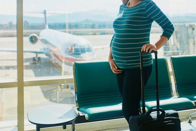 Létání v těhotenství. V jakém období je lepší zůstat doma a kdy si cestu užijete?