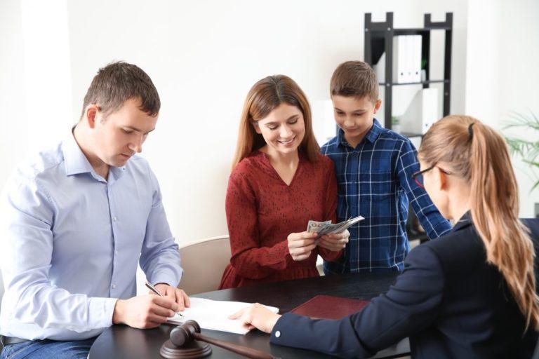 Kvíz: Máte přehled o finančních příspěvcích v rodičovství?