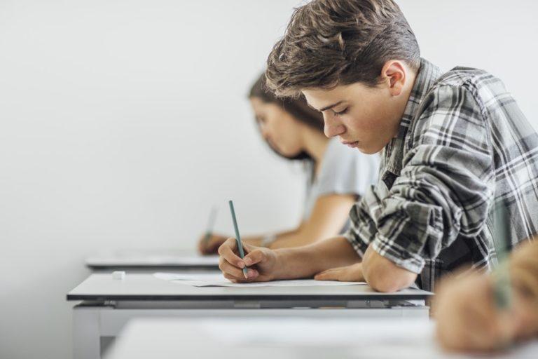Kvíz: Zvládli byste státní přijímačky na střední školu z českého jazyka?