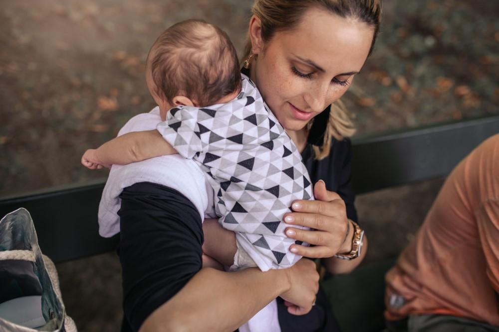 Odříhnutí po kojení pomáhá od bolestí bříška. Blinkání je do jisté míry v pořádku