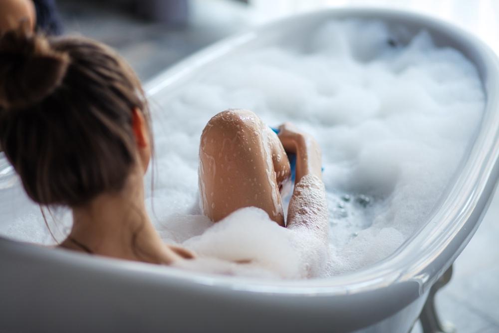 Jak vyvolat menstruaci? Zkuste horkou koupel nebo zázračné bylinky