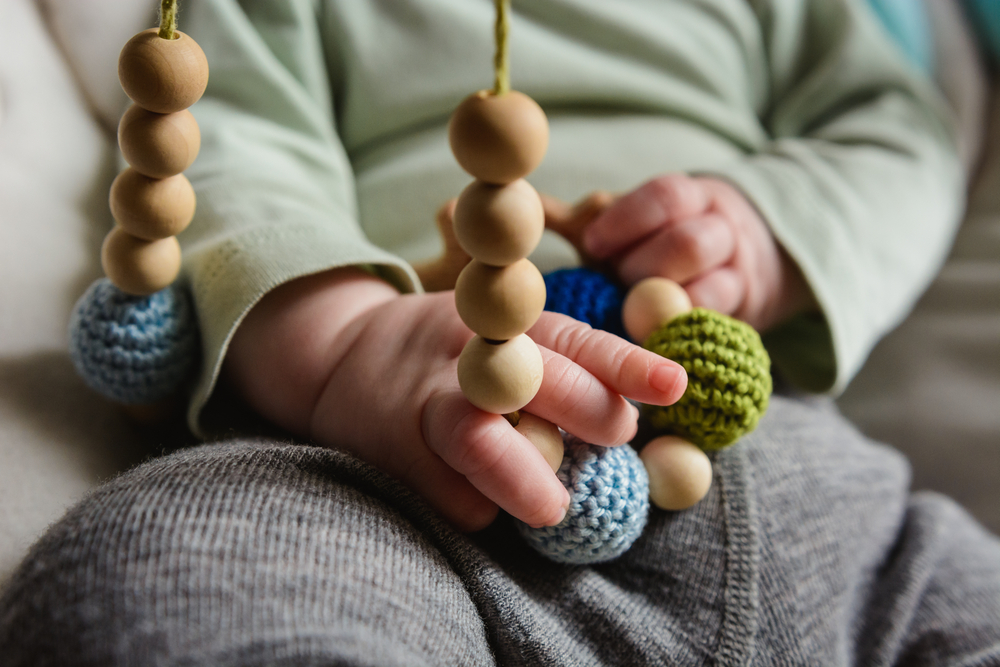 Kojící korále upoutají pozornost vašeho miminka při kojení. Mají ale i další benefity