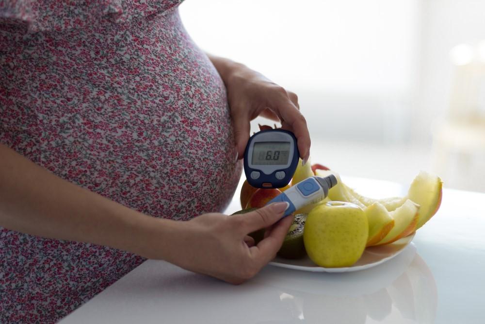 Těhotenská cukrovka se může objevit u kterékoli těhotné ženy. Řešením je nízkosacharidová dieta