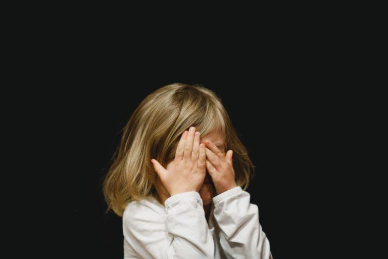 Období vzdoru je přirozeným vývojovým milníkem v utváření dětské osobnosti. Jak ho zvládnout?