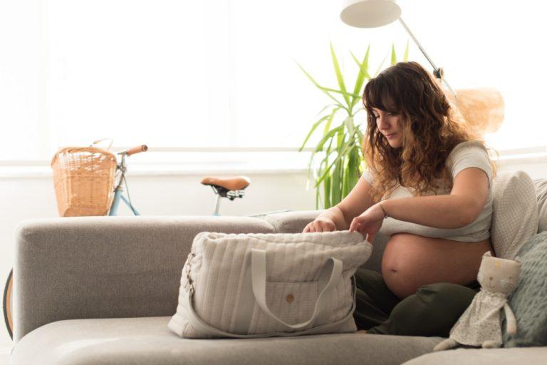 Co s sebou do porodnice? Rozdělte si věci do 3 samostatných tašek