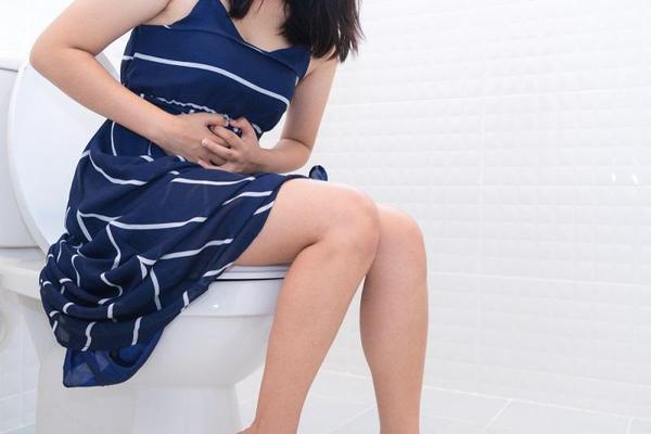 Průjem v těhotenství může vést k silné dehydrataci. Jak jej léčit?